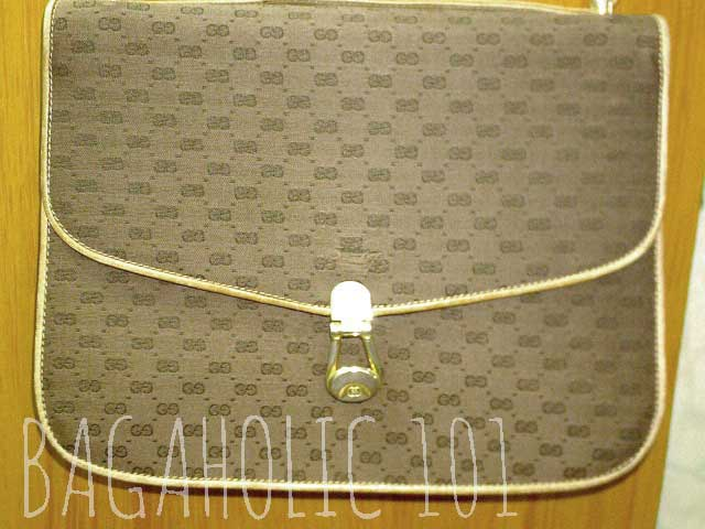 d805217c923 A micro monogram GG print in this vintage Gucci bag - Vintage Gucci Bag  Authentication -