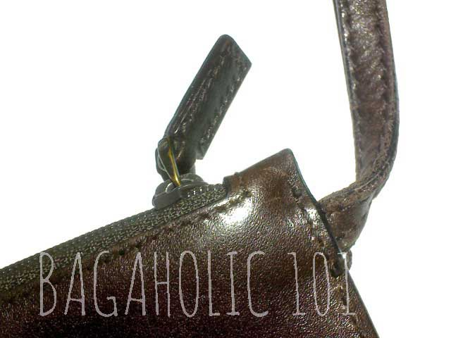 Standard plain leather zipper pull of a brown leather Gucci bag - Tips on Original Gucci Bags on Sale - How to Tell if a Gucci Bag
